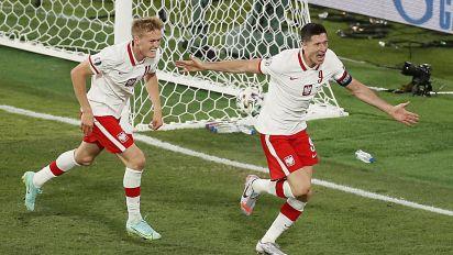 Robert Lewandowski's header snatches point for Poland against Spain