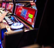 Monarch Casino & Resort, Inc. (NASDAQ:MCRI) Not Lagging Market On Growth Or Pricing