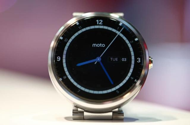The Moto 360 smartwatch is getting better with WiFi, always-on apps