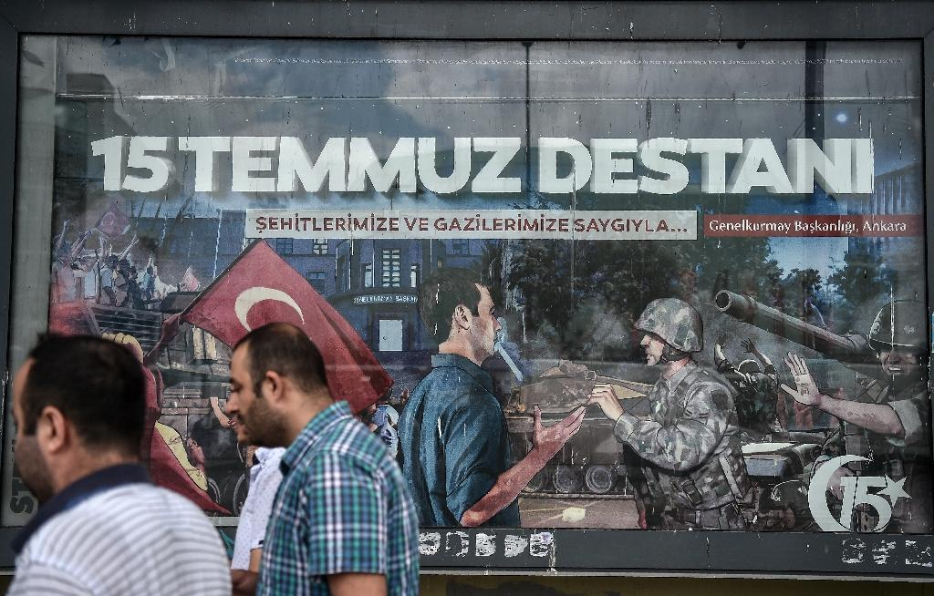 Billboards with paintings depicting the defeat of the coup have appeared in Istanbul and other cities (AFP Photo/OZAN KOSE)