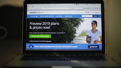 Health law sign-ups lagging as deadline looms