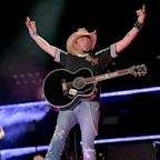 """Jason Aldean Is Selling Sprawling Tennessee Estate in Favor of Building His """"Dream Home"""""""