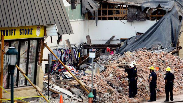 Building collapse leaves six dead in Philadelphia