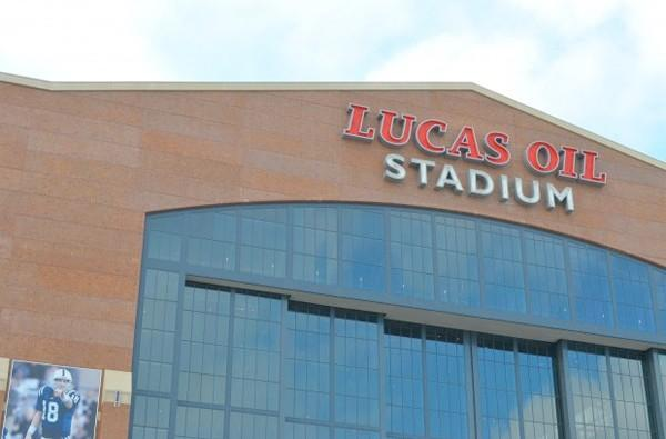 Three COWs descend on Lucas Oil Stadium, courtesy of Verizon Wireless (video)