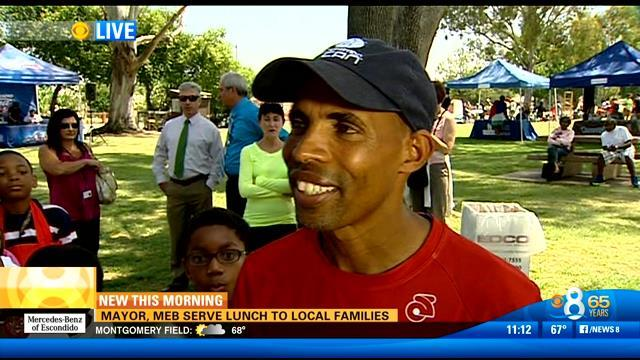 Mayor, Meb serve lunch to local families