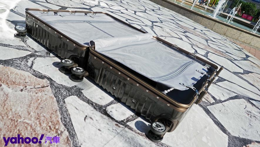 開車旅行更該極致優雅!Bentley 29吋PC+ABS鋁框輕量化行李箱迷人開箱 - 10