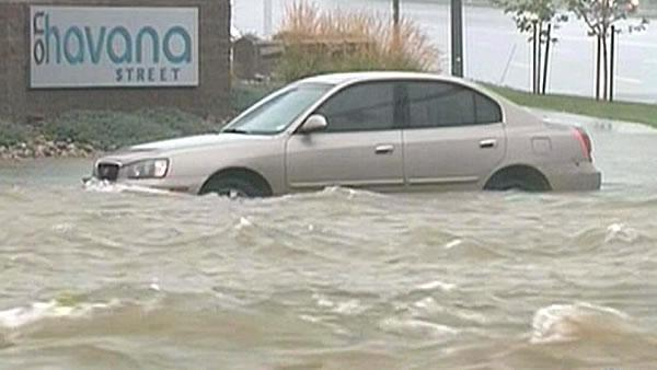 Thousands more evacuated from floods in Colorado