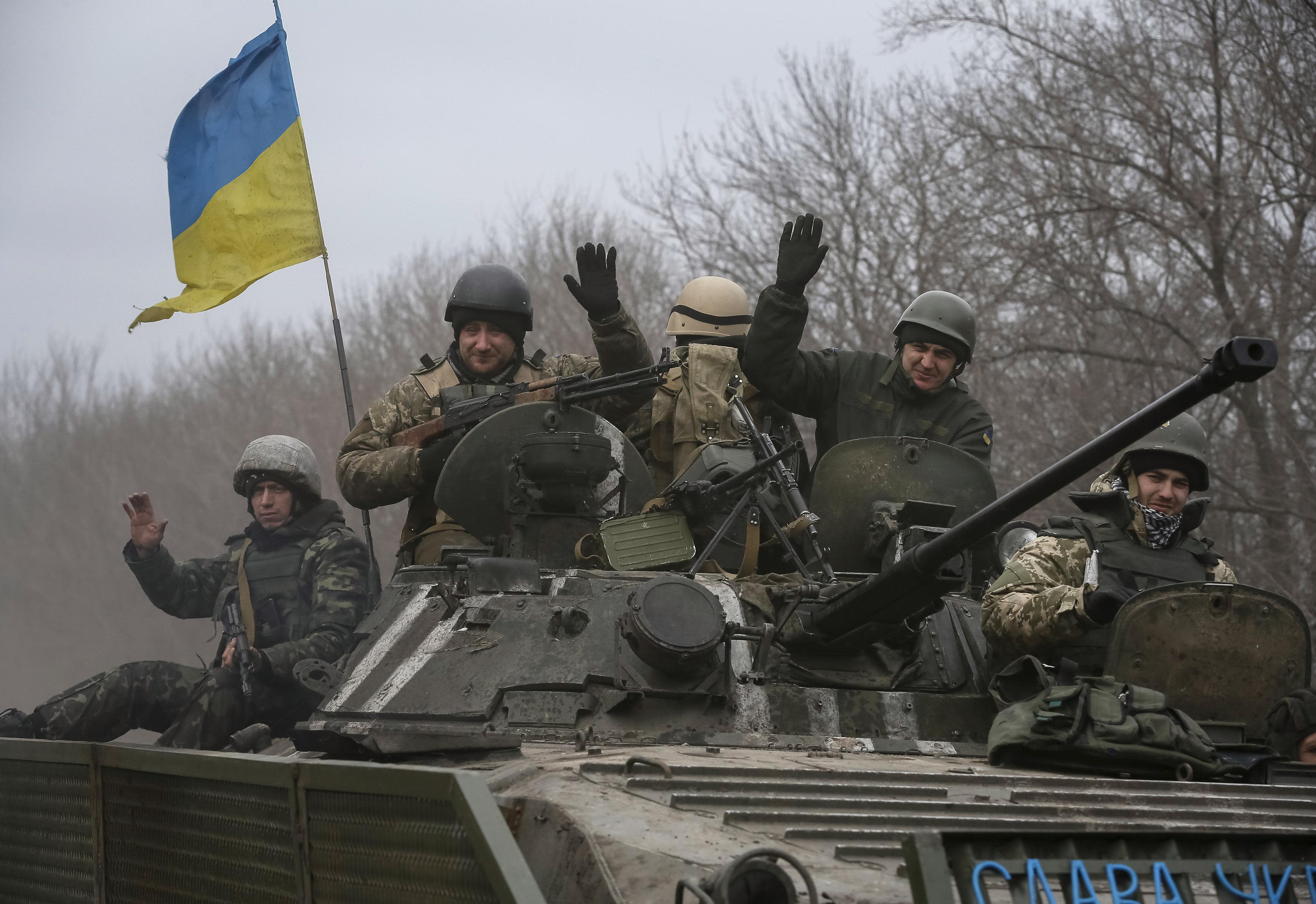 Members of the Ukrainian armed forces ride an armoured personnel carrier near Debaltseve, eastern Ukraine, February 20, 2015. Fighting persisted in east Ukraine on Friday despite new European efforts to ensure a ceasefire takes hold. REUTERS/Gleb Garanich (UKRAINE - Tags: POLITICS CIVIL UNREST MILITARY CONFLICT)