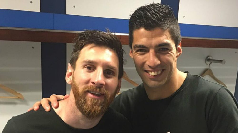 El homenaje de Luis Suárez a Messi por los 500 goles en Barcelona