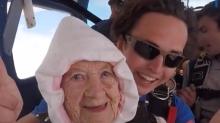 La razón por la que esta señora de 102 años saltó de un avión a 4,260 metros de altura