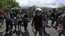 Au moins 3000 migrants honduriens en route vers les Etats-Unis entrent au Guatemala