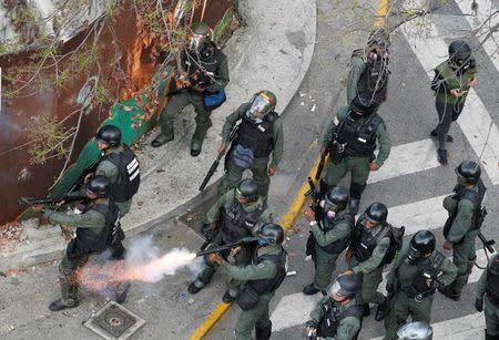 Mueren otras dos personas en medio de ola de protestas en Venezuela