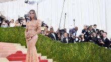 Beyoncé teve que usar lubrificante para entrar em vestido, revela estilista