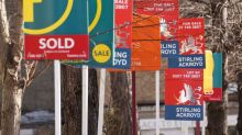 UK house prices flat in November but will pick up in 2018