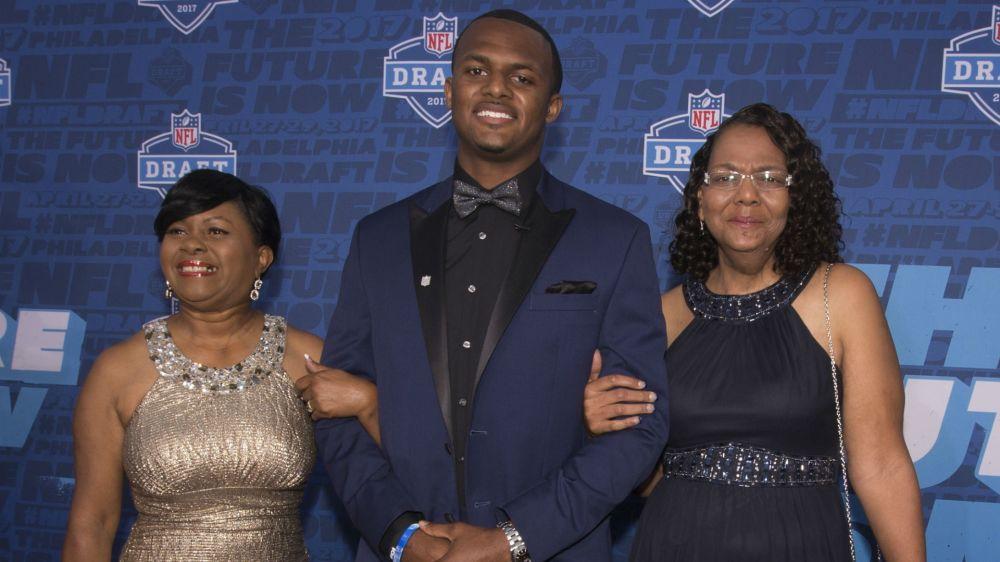 NFL Draft 2017: Deshaun Watson's momma brings son to tears
