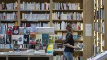 Reconfinement: les librairies ferment, les rayons livres des grandes surfaces aussi