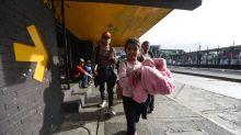 New caravan crosses Guatemala, first migrants enter Mexico