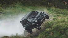 """Land Rover Defender, come viene """"maltrattata"""" nel film di 007"""