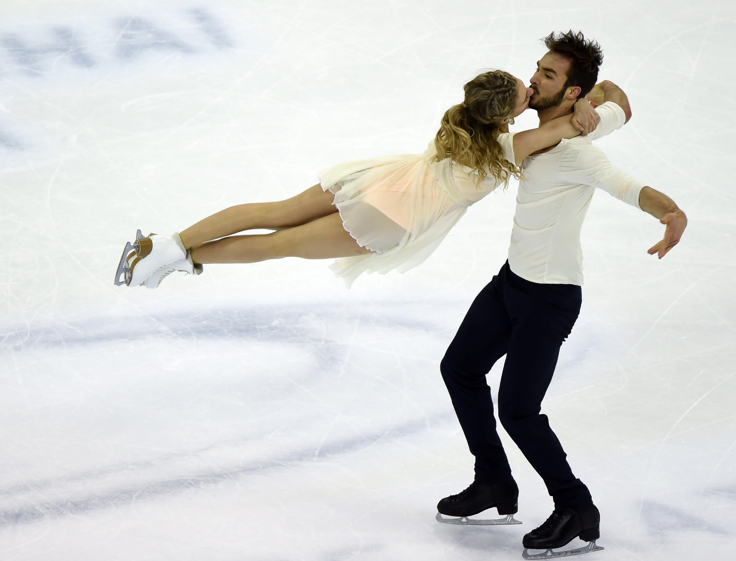Figure skating - Papadakis, Cizeron clinch world ice dance gold
