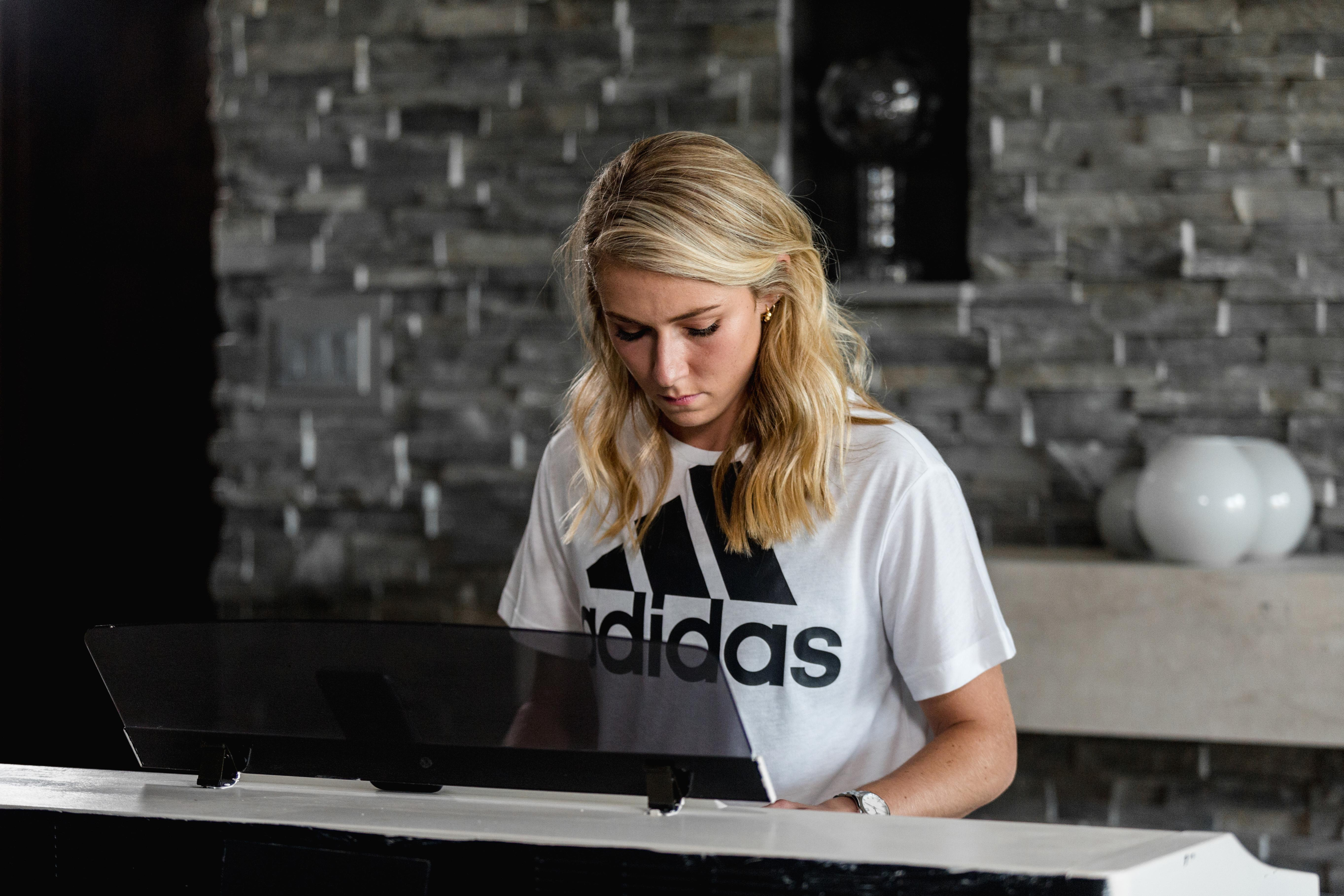 Olympic Skier Mikaela Shiffrin Signs Multiyear Partnership ...