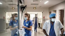 OMS aponta redução na taxa de infecção entre profissionais da saúde