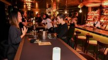 Menschen in Melbourne feiern Ende des Corona-Lockdowns