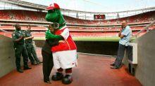 Ozil se oferece para pagar salário do mascote do Arsenal demitido pela diretoria