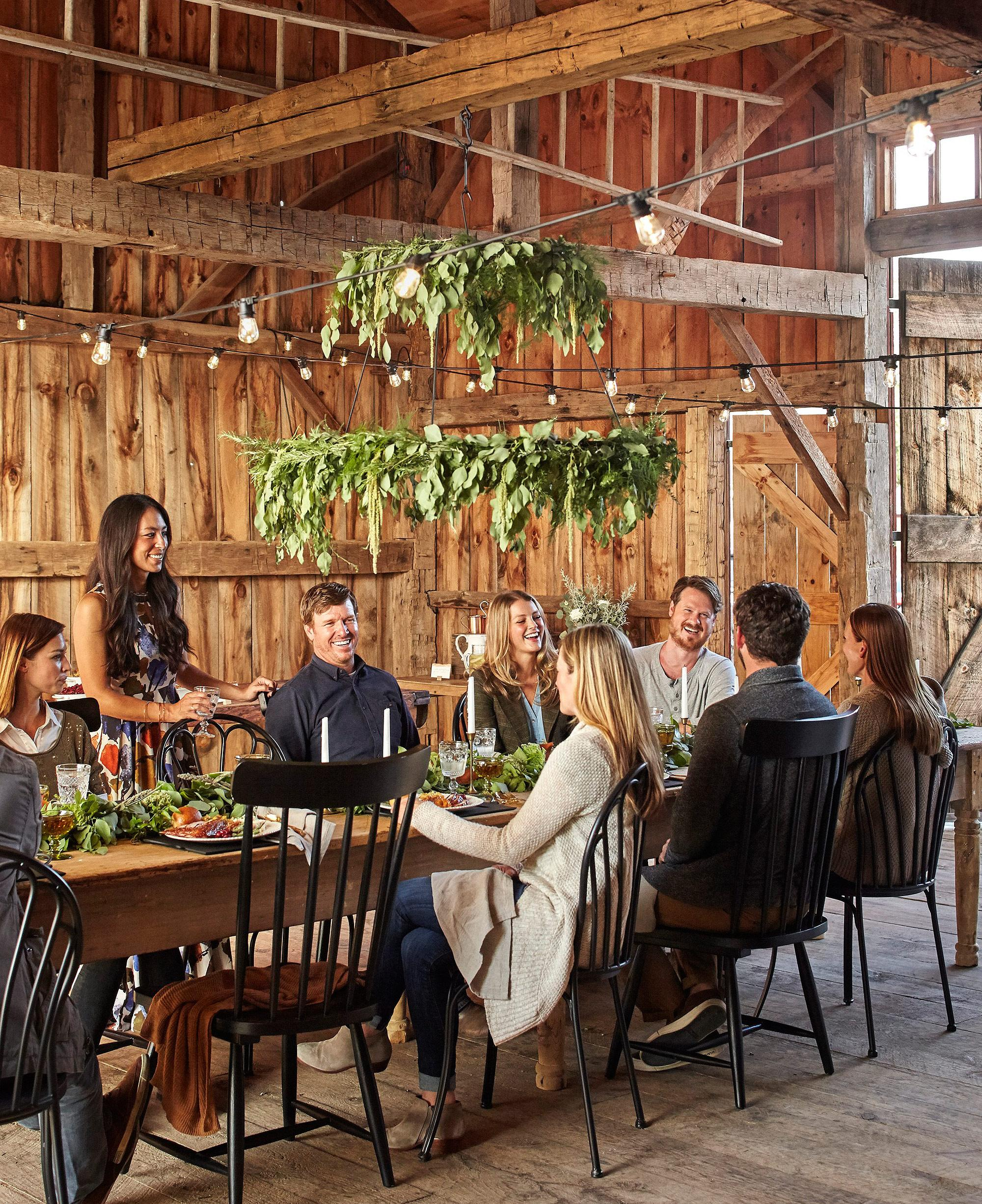 inside fixer upper s chip and joanna gaines flawless friendsgiving party. Black Bedroom Furniture Sets. Home Design Ideas