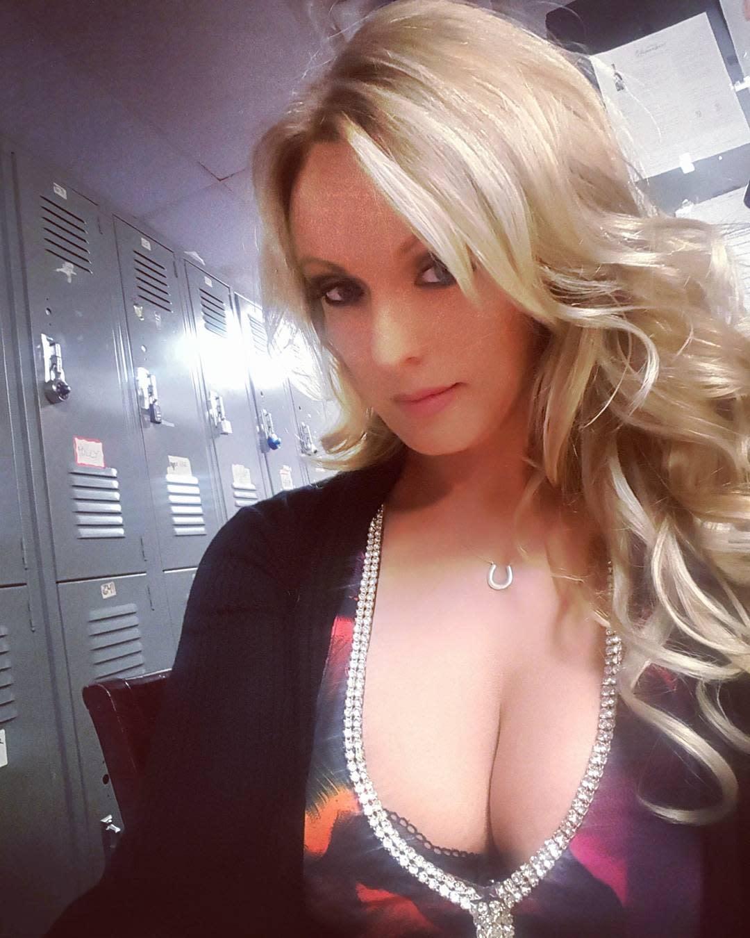 Alquilar Actriz Porno ella es stormy daniels, la actriz xxx que tiene mal parado