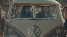 Woodstock-Spot: Volkswagen fährt mit seinem ikonischen VW-Bus zurück in die Mad Men-Ära