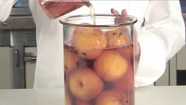 How to make brandied peaches