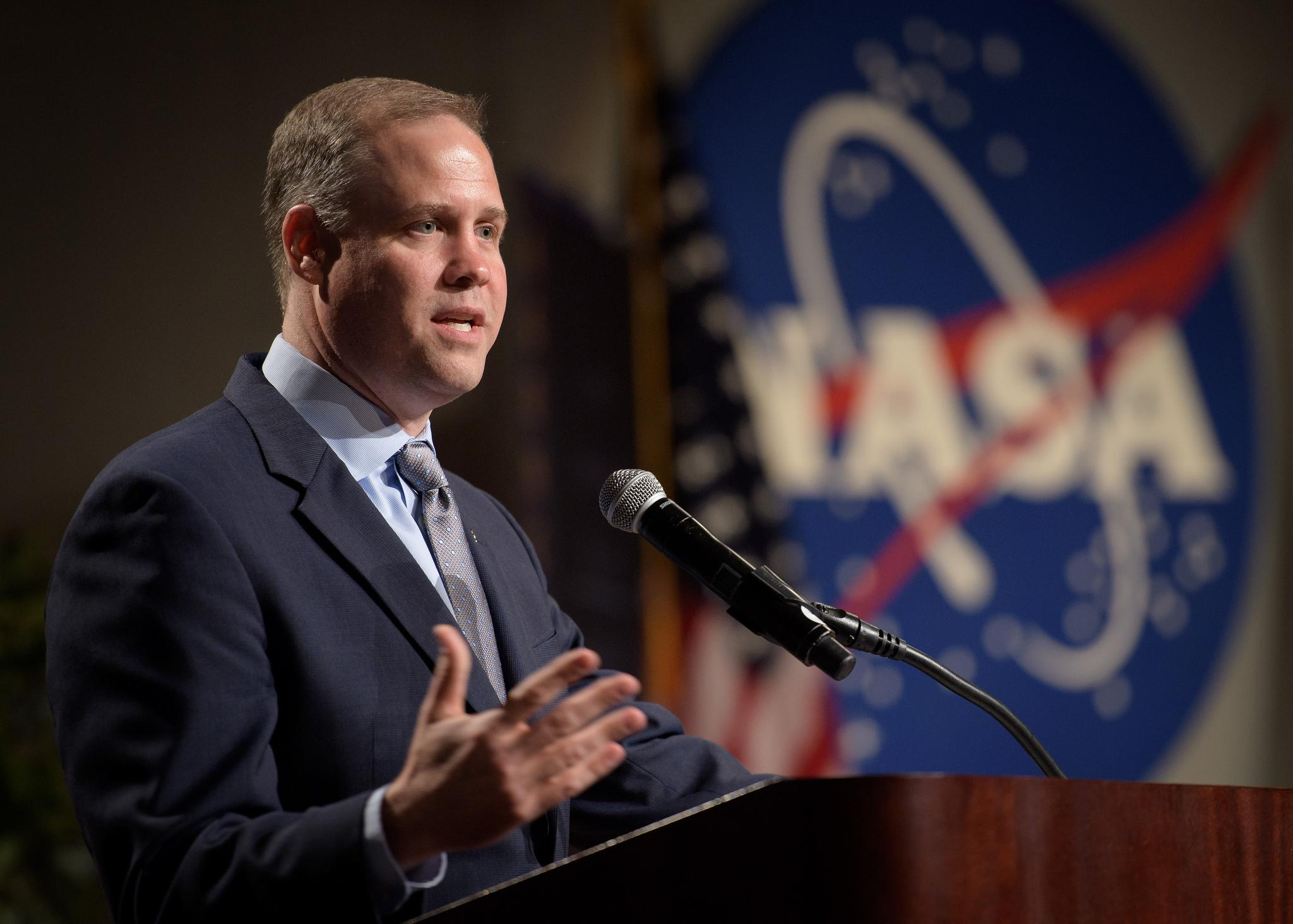 new nasa director - HD 1398×1000