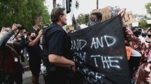 Miles de manifestantes pacíficos abarrotan las calles de Los Ángeles