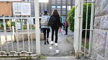 """Tenues """"inadéquates"""" des élèves: un canton suisse bannit la pratique du """"T-shirt de la honte"""""""