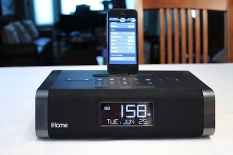 Wake up to a Lightning-equipped iHome iDL45 alarm/dock