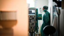 Moins d'intubations, utilisation de l'oxygénothérapie et de la cortisone : comment le traitement des malades atteints du coronavirus a évolué