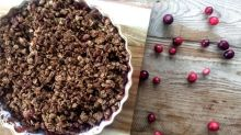 A Naturally Sweetened Apple Cranberry Crisp Just In Time for Thanksgiving