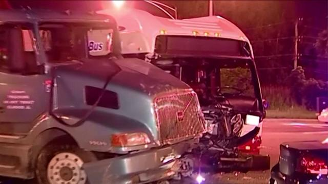 CTA, semi-truck crash injures 4 on Chicago`s South Side