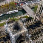 Billionaires face 'yellow vest' scorn over Notre-Dame pledges