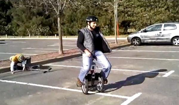 Tilto personal transporter looks like seated Segway, does donuts in Argentine parking lot