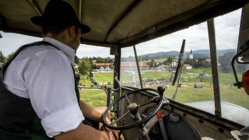 2000 km per raggiungere i Mondiali: tre amici girano l'Europa in trattore
