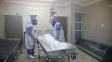 El Ibex abre con caídas el día en que las muertes por coronavirus superan el millón