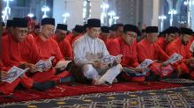 Dr M downplays Azmin's presence at Bersatu do, but doors open if he plans to join