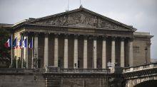 """L'assemblée adopte les propositions de loi sur les """"fausses informations"""""""