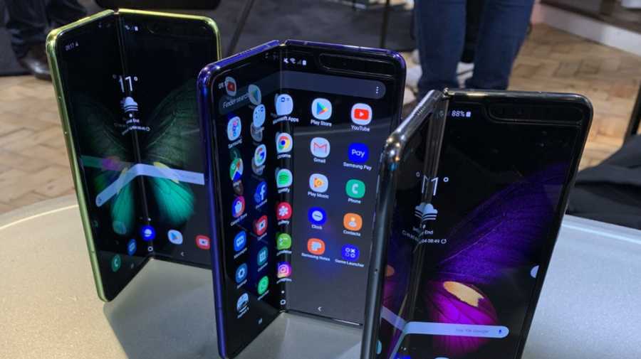 Multiple reports claim Samsung's Galaxy Fold phones are breaking