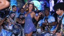 Aline Riscado é coroada rainha de bateria da Vila Isabel após reinado de Sabrina Sato