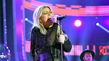 Kelly Clarkson wins CMT Awards with sexy new shape, sultry cover of 'American Woman'