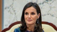 Flores, diamantes y zafiros: la combinación más elegante de la reina Letizia