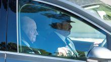 El rey Juan Carlos, forzado al exilio, ha abandonado España