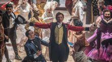 Hugh Jackman monta espetáculo grandioso em 'O Rei do Show'. Veja o novo trailer